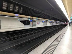 Podzemní nástupiště Löwenstrasse pod Zürich Hauptbahnhof